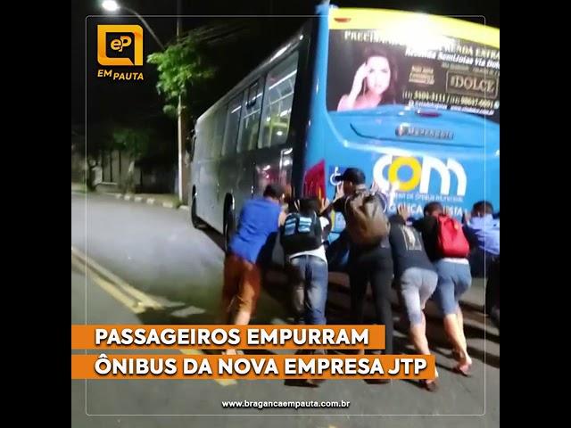 Usuários empurram ônibus da JTP