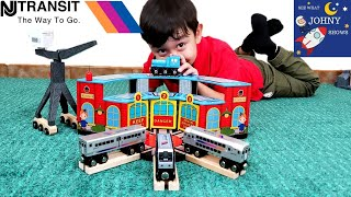 Johny Unboxes Munipals New Jersey Transit Trains With Train Sheds & Has A Train Race