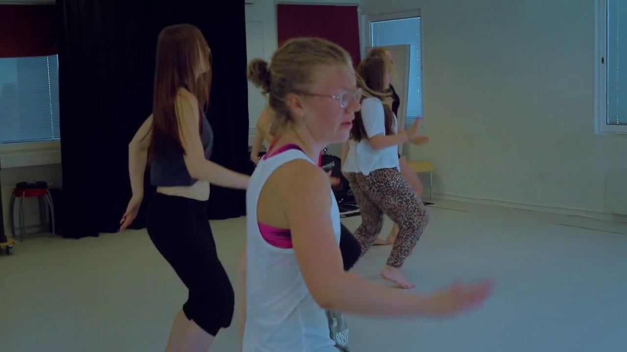 ngololo dance
