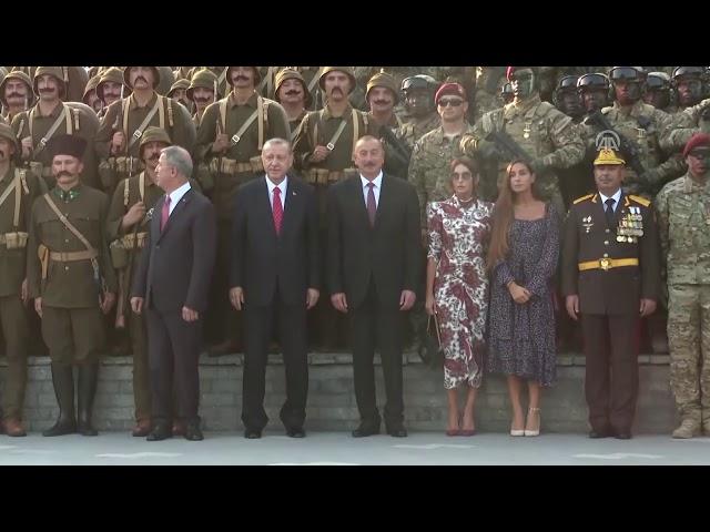 Cumhurbaşkanı Erdoğan Azerbaycanlı vatandaşlar tarafından tezahüratlarla karşılandı