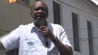 President Kenyatta Hosted For Lunch At Low-End Restaurant, Visits The Beach