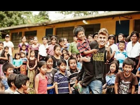Justin Bieber Meeting Poor Slum Kids in Mumbai | Purpose Tour 2017