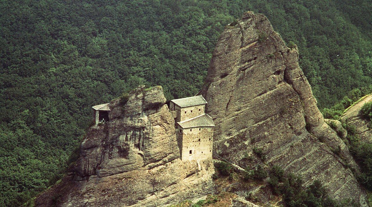 Come raggiungere a piedi il castello della pietra di Vobbia