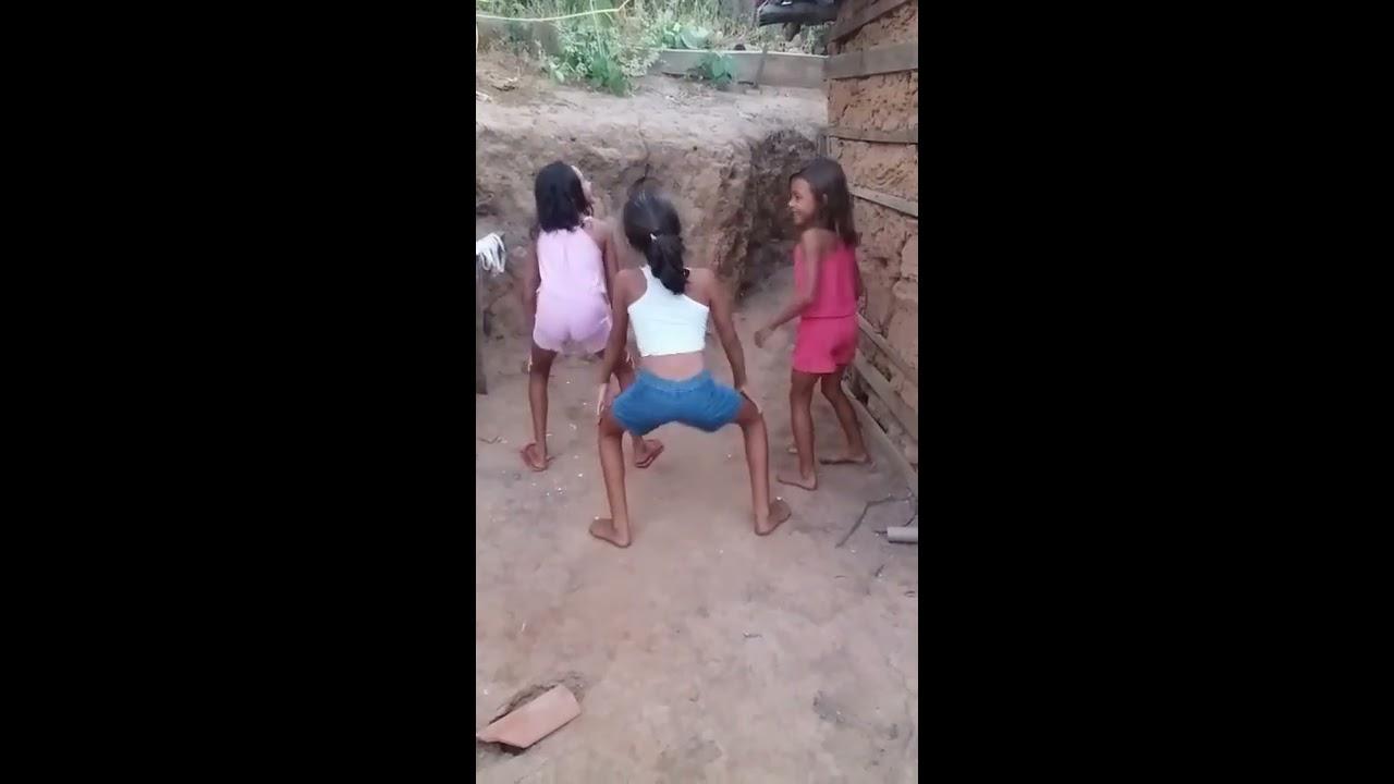 Meninas de 8 anos dançando bumbum granada !!
