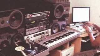 Repeat youtube video Hiphop Beatmaking and Sampling Tutorial on the MPC 2000xl (part 1)
