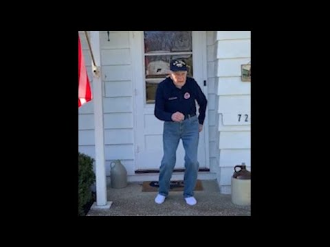 97-year-old-vet-dances-while-socially-distancing