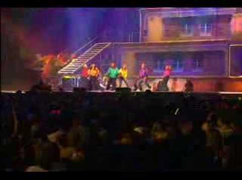 S Club 7 - Don't Stop Movin' (Live at S Club Party)