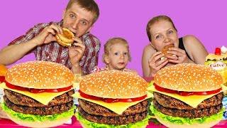 Семейный БУРГЕР ЧЕЛЛЕНДЖ! Бургер со сгущенкой и рыбой! ФУууу! Burger with condensed milk and fish!