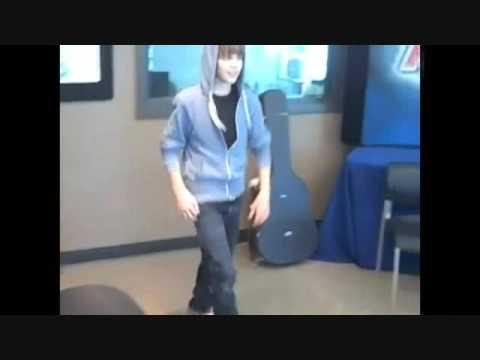 Justin Bieber dancing