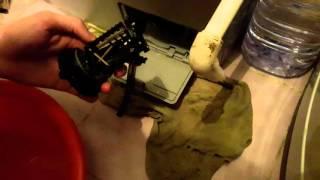 Стиральная машина LG F12A8HDS5 чистка дренажного фильтра за два года.(Вот решил почистить фильтр слива. Спустя два года., 2016-02-13T13:45:03.000Z)