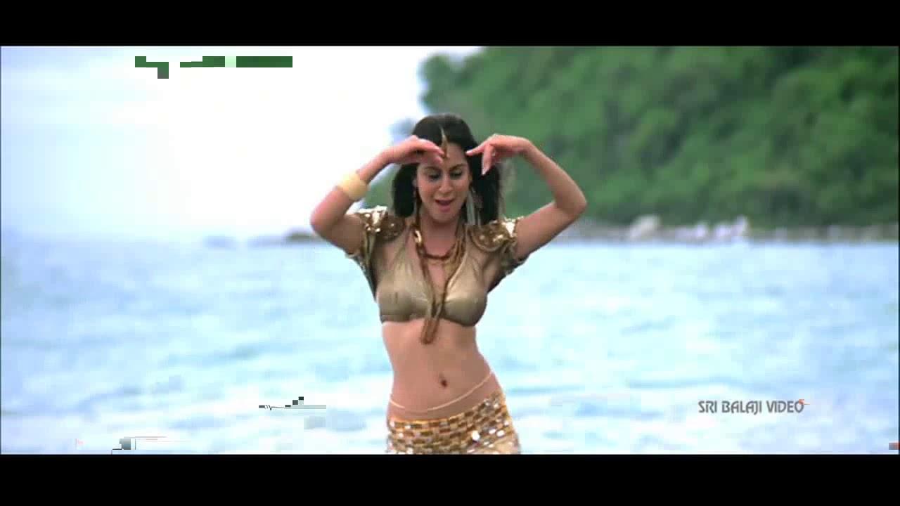 Shraddha Arya Hot Navel Show