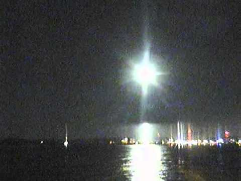 Strange, bright glowing light over Ocean City, MD 11-14-2013