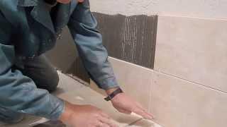 Облицовка плиткой ч.1,с чего начать,подробно(В этом видео подробно показано с чего начать облицовку стены плиткой,при условии ,что нижняя плитка должна..., 2013-09-21T21:49:44.000Z)