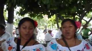 Las Hnitas Valle cantando en el Zócalo de Acatlán de Osorio, Puebla @GIA