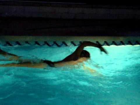 Entrenamiento de nataci n en piscina peque a youtube for Piscina de natacion