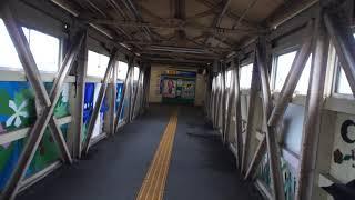 大牟田駅のJR鹿児島本線と西鉄天神大牟田線をつなぐ跨線橋を歩いた風景