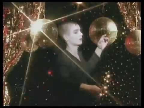 "Sinead O'Connor - ""The Emperor's New Clothes"" (1990)"