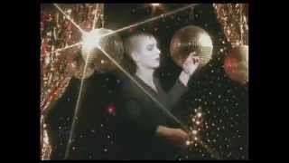 """Sinead O'Connor - """"The Emperor's New Clothes"""" (1990)"""