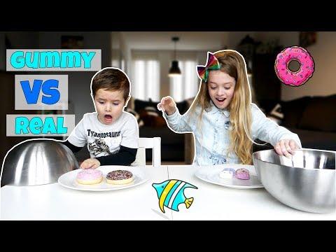 CHALLENGE: GUMMY VS REAL FOOD !! - Broer en Zus TV VLOG #112