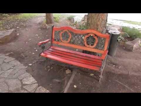 просто красивая скамейка у гостиницы Интурист в Великом Новгороде