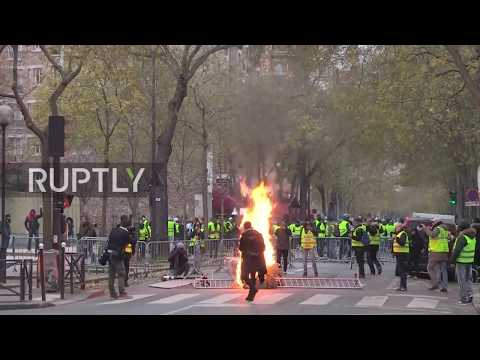 France: 'Yellow Vests' met with tear gas and flashballs in Paris