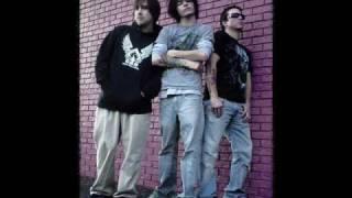 BrokenCyde- Freaxx *HQ sound*