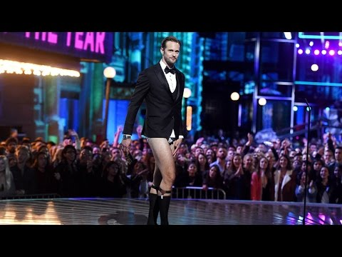 NSFW: Alexander Skarsgard Goes Pantsless on Stage at the MTV Movie Awards