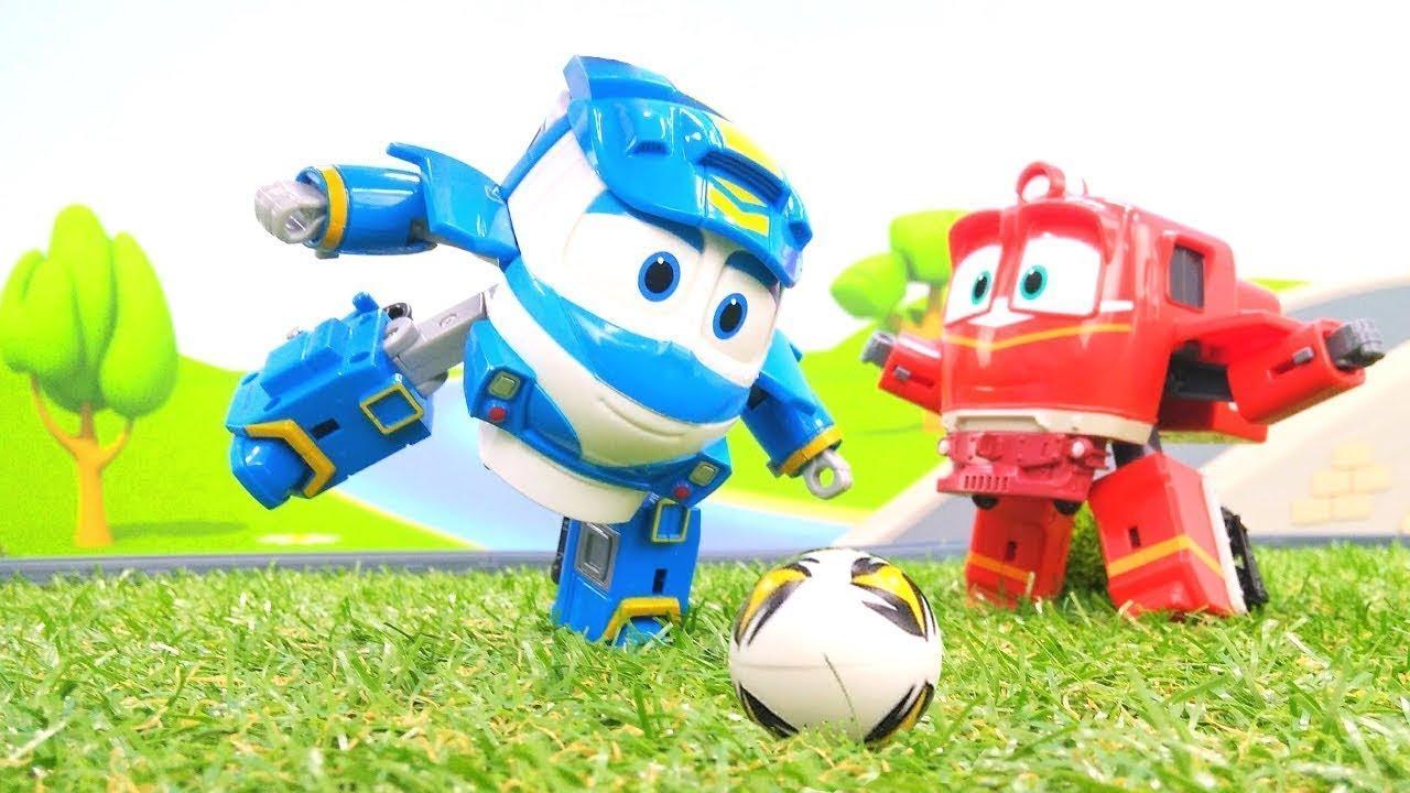 Oyuncak Robot Trenler Futbol Oynuyorlar Erkek Cocuklar Icin