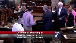 Senator Goeff Hansen takes his Oath of Office in the 98th Legislature.
