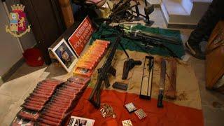 Nuovo sequestro d'armi, spuntano foto del Duce e fucili