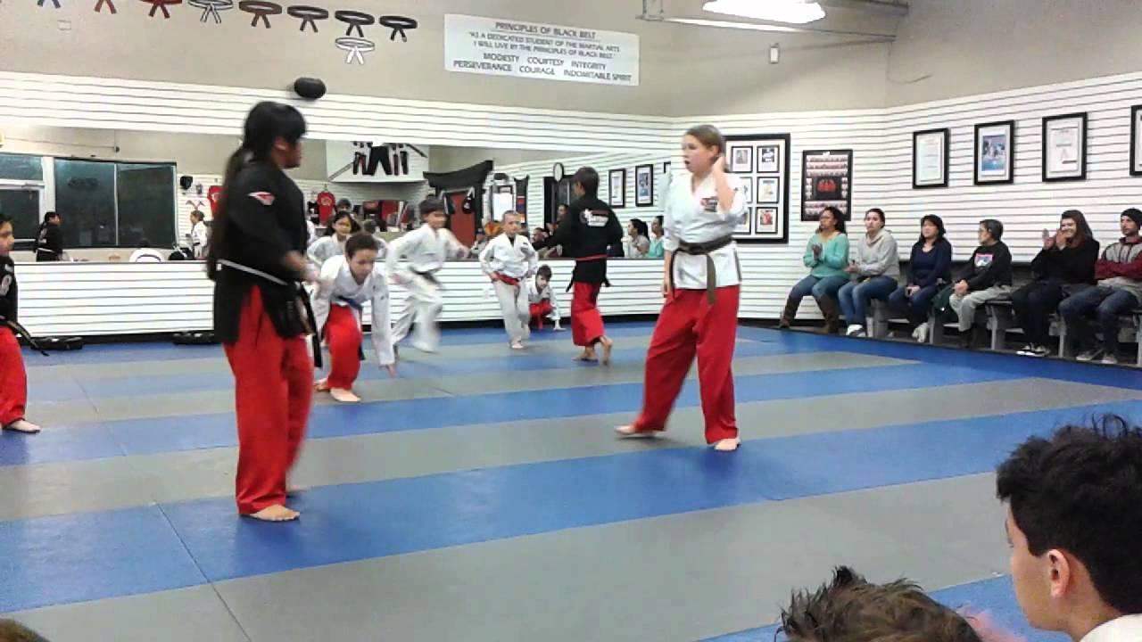 Henry Demo Team Karate - YouTube