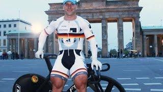 Велогонщик с квадрицепсами Тома Платца