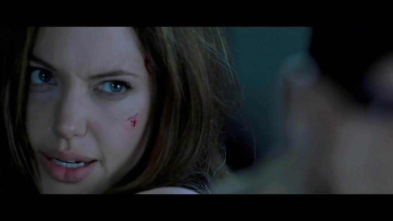 Download #Hollywoodmovies Mr & Mrs Smith movie best scene - Angelina jolie vs Brad pit