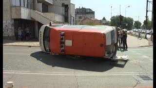 Катастрофа между линейка и джип на оживено кръстовище в центъра на Ямбол