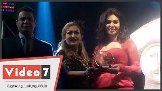 تكريم ميرهان حسين ولوسى وإيناس عز الدين عن مسلسل الكيف فى مهرجان النخبة