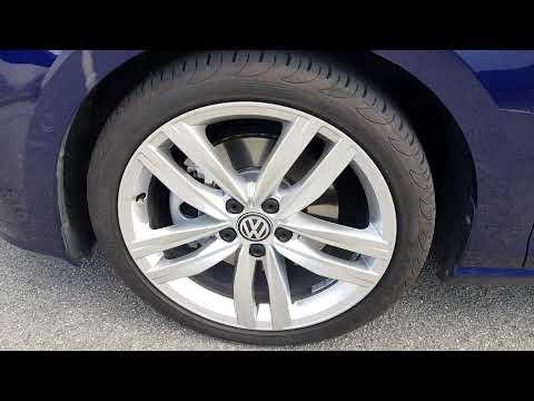 VW anti-rotating center cap