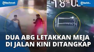 Ditangkap Di Rumah, Dua ABG Yang Pindahkan Meja Ke Tengah Jalan Hanya Pasrah Diciduk Polisi
