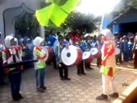 Aksi memukau Drumband  al-Ihya majenang
