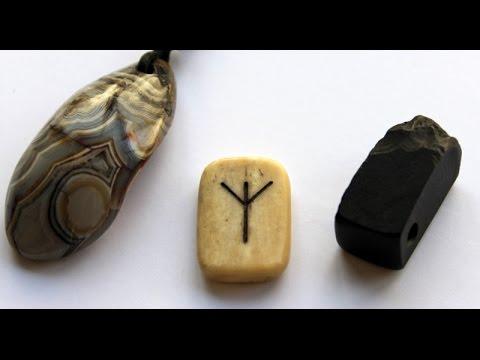 Руны и камни  соответствие. Руна Альгиз - агат и гагат.