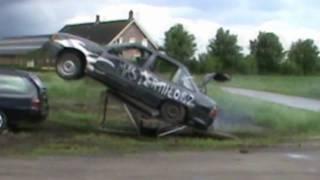 Opel Kadett jumps over a Ford Mondeo thumbnail