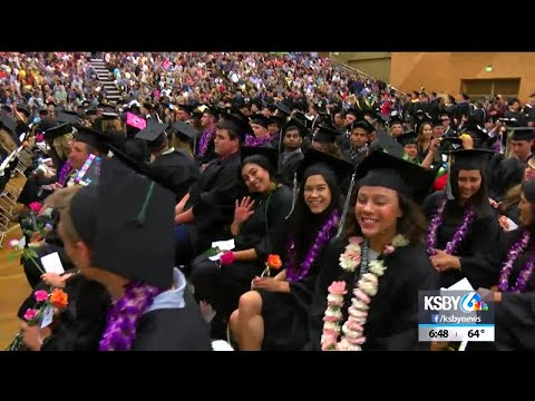 1,000+ students graduate from Cuesta College