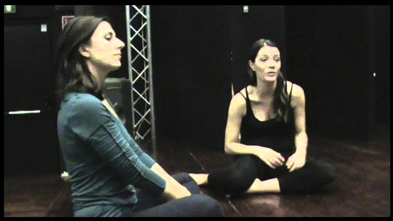 Operaincorso 2 donne allo specchio frame 1 youtube - Ragazze nude allo specchio ...