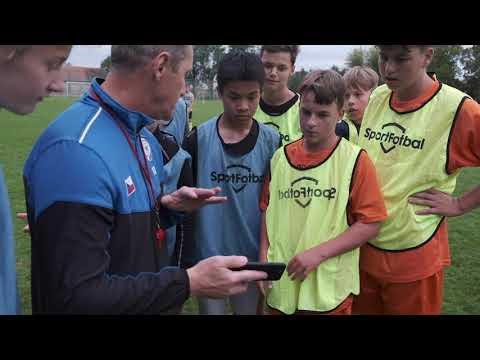 Trenéři akademií nabízejí svá cvičení fotbalové veřejnosti