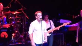 "Huey Lewis & The News ""Workin for a livin"" live - London 2013"