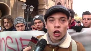Scuola, studenti di Taranto al gelo: è sciopero