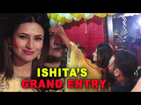 Divyanka Tripathi Aka Ishita Grand Entry At Opening Ceremony Of Restaurant EGGSPLORE 2018