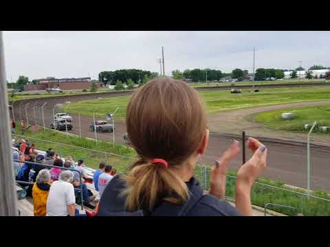 11t feature race 6-17-18