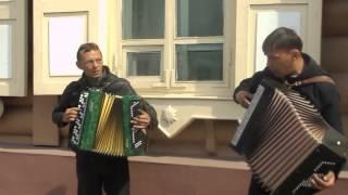 красиво играют и поют! г.Улан-Удэ