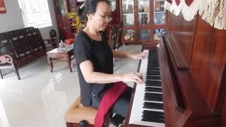 Thanh Vân đàn piano bài: Tình Chúa