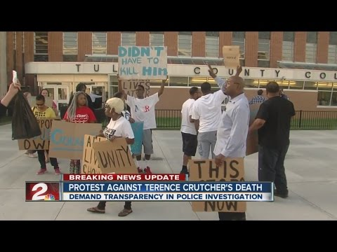 Protests outside Tulsa County Courthouse against Terence Crutcher's death